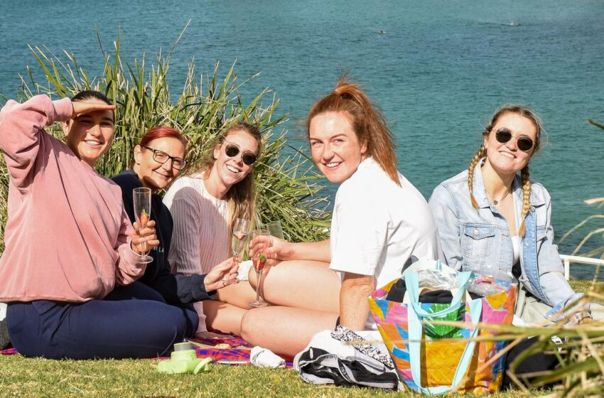 Daylight drinking allowed in 18 Sydney parks as 'thank you' to fully vaccinated