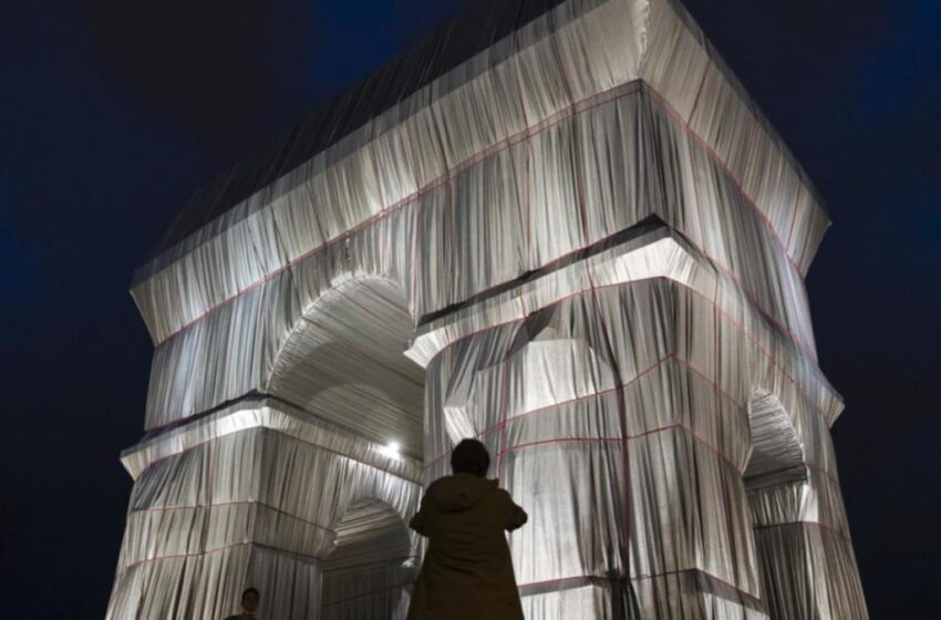 Art as Arc de Triomphe wrapped in fabric